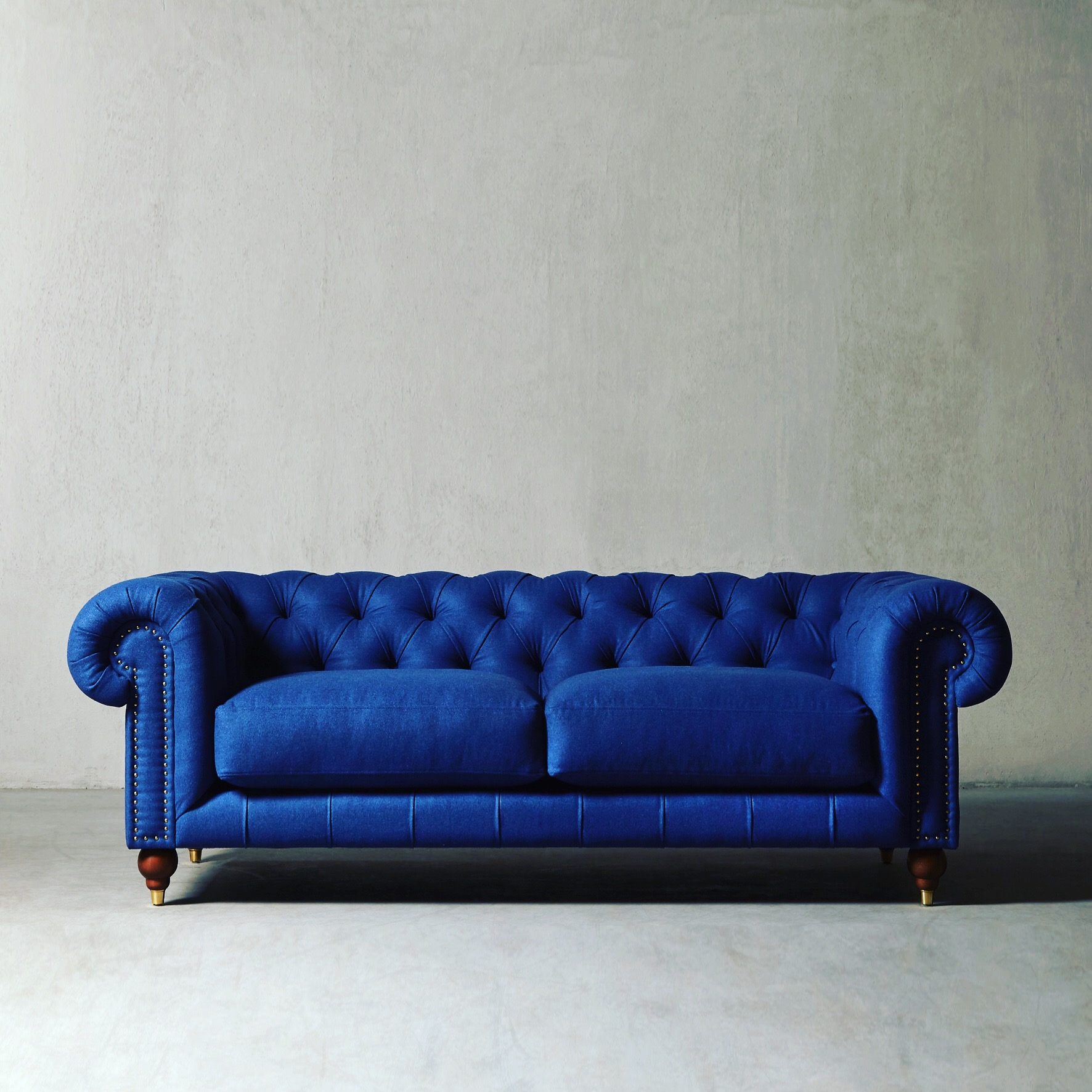 sofa chester madrid yves klein