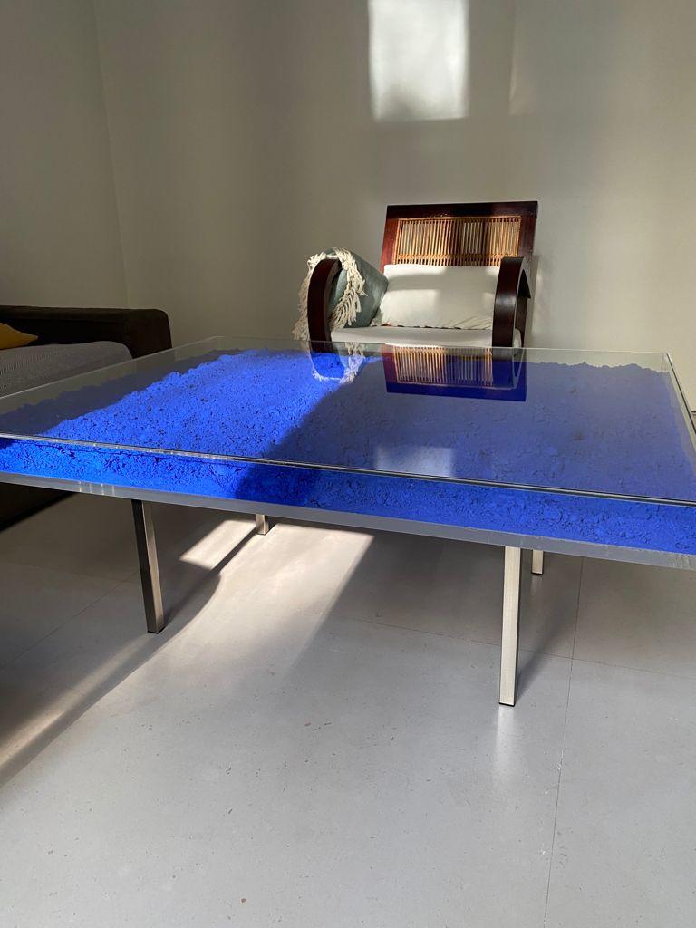 mesa diseño azul